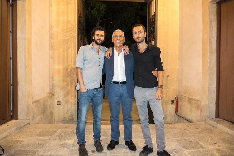 https://www.ragusanews.com//immagini_articoli/29-07-2017/corrispondenze-cammino-sicilia-poetica-trailer-500.jpg
