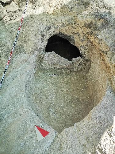 https://www.ragusanews.com//immagini_articoli/29-07-2020/1596040308-archeologia-ritrovamenti-nella-necropoli-di-sant-angelo-muxaro-2-500.jpg