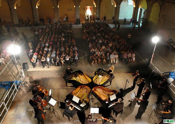 http://www.ragusanews.com//immagini_articoli/29-08-2015/torna-il-festival-magie-barocche-500.jpg