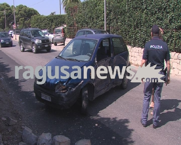 http://www.ragusanews.com//immagini_articoli/29-08-2017/auto-muro-incidente-sordascicli-500.jpg