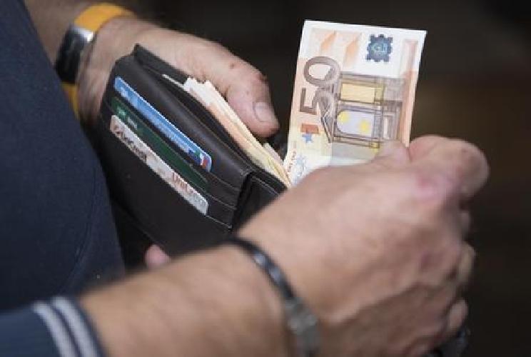 https://www.ragusanews.com//immagini_articoli/29-08-2017/credito-crif-ragusa-paghiamo-rate-euro-mese-500.jpg