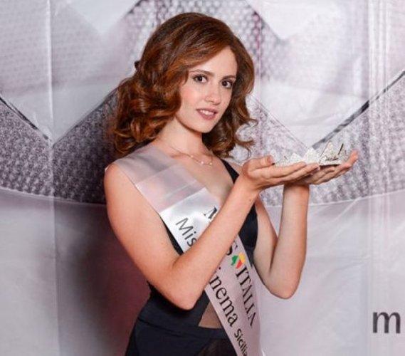 https://www.ragusanews.com//immagini_articoli/29-08-2019/1567075468-serena-petralia-concorre-per-miss-italia-1-500.jpg
