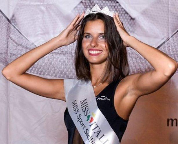 https://www.ragusanews.com//immagini_articoli/29-08-2019/1567075487-serena-petralia-concorre-per-miss-italia-1-500.jpg