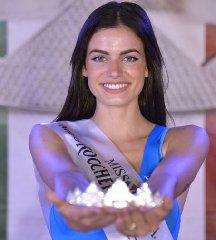 https://www.ragusanews.com//immagini_articoli/29-08-2019/1567075507-serena-petralia-concorre-per-miss-italia-1-240.jpg