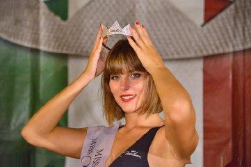 https://www.ragusanews.com//immagini_articoli/29-08-2019/1567075551-serena-petralia-concorre-per-miss-italia-1-240.jpg
