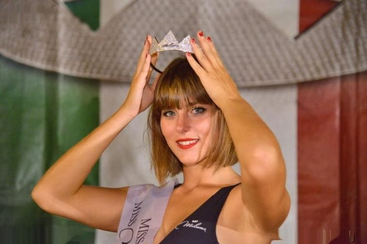 https://www.ragusanews.com//immagini_articoli/29-08-2019/1567075551-serena-petralia-concorre-per-miss-italia-1-500.jpg