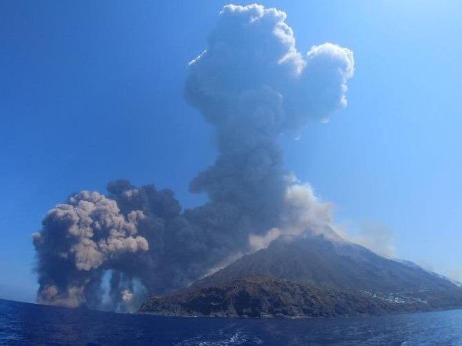 https://www.ragusanews.com//immagini_articoli/29-08-2019/stromboli-gli-esperti-c-e-il-rischio-tsunami-500.jpg