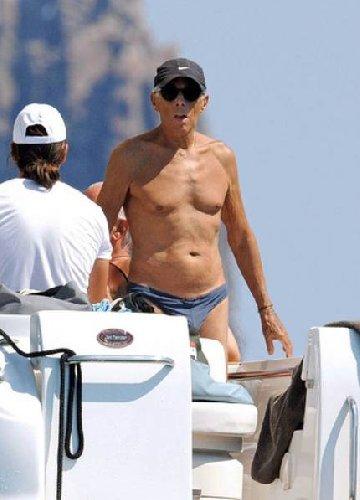 https://www.ragusanews.com//immagini_articoli/29-08-2019/yacht-re-giorgio-armani-a-panarea-foto-500.jpg