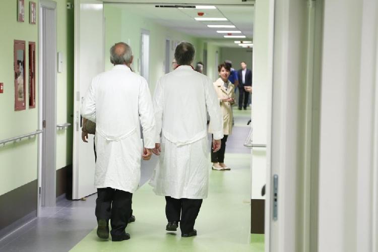 https://www.ragusanews.com//immagini_articoli/29-08-2021/io-mamma-di-due-medici-rianimatori-combattiamo-l-ignoranza-dei-no-vax-500.jpg