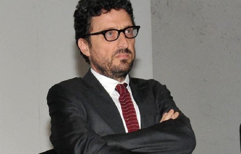 https://www.ragusanews.com//immagini_articoli/29-09-2017/pietrangelo-buttafuoco-presenta-chiaramonte-strabuttanissima-sicilia-500.jpg