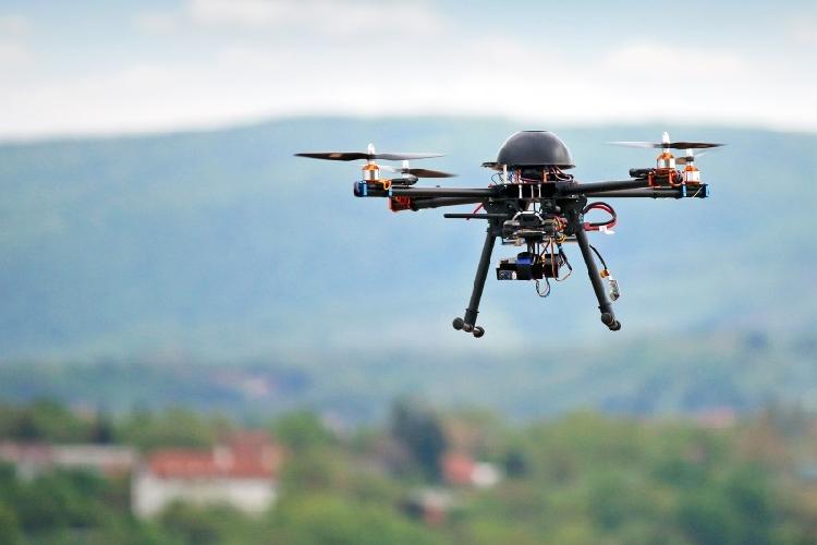 https://www.ragusanews.com//immagini_articoli/29-09-2017/truffa-drone-quella-playstation-500.jpg