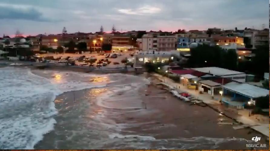 https://www.ragusanews.com//immagini_articoli/29-09-2018/ciclone-marino-marina-modica-video-500.png