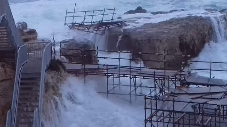 https://www.ragusanews.com//immagini_articoli/29-09-2018/ecco-danni-ciclone-marino-ortigia-500.jpg