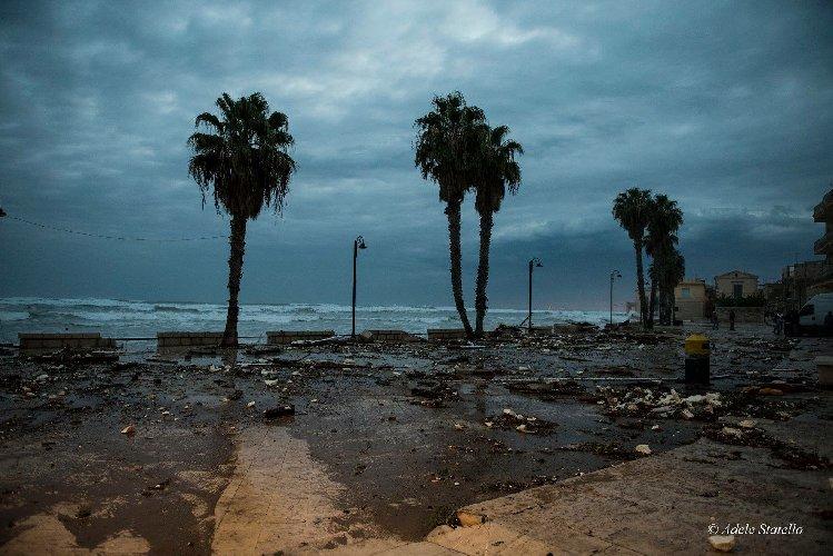 https://www.ragusanews.com//immagini_articoli/29-09-2018/tsunami-sampieri-500.jpg