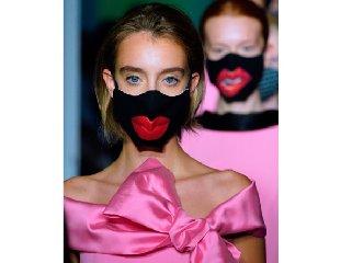 https://www.ragusanews.com//immagini_articoli/29-09-2020/1601391756-ecco-quali-sono-le-mascherine-di-moda-1-240.jpg