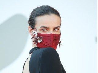 https://www.ragusanews.com//immagini_articoli/29-09-2020/1601391889-ecco-quali-sono-le-mascherine-di-moda-1-240.jpg