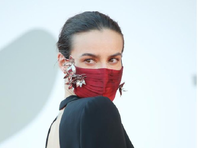 https://www.ragusanews.com//immagini_articoli/29-09-2020/1601391889-ecco-quali-sono-le-mascherine-di-moda-1-500.jpg