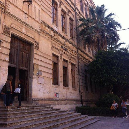 https://www.ragusanews.com//immagini_articoli/29-09-2020/si-stacca-una-finestra-al-magistrale-di-modica-studentessa-ferita-500.jpg