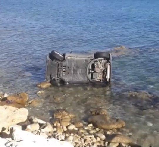 https://www.ragusanews.com//immagini_articoli/29-09-2020/sicilia-auto-si-ribalta-e-finisce-in-mare-500.jpg