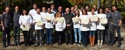 http://www.ragusanews.com//immagini_articoli/29-10-2014/consegnati-i-diplomi-per-il-secondo-corso-di-cuochi-professionisti-100.jpg