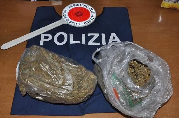 http://www.ragusanews.com//immagini_articoli/29-10-2014/sequestro-di-droga-destinata-a-uso-personale-500.jpg