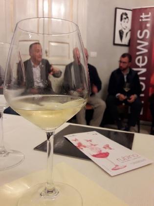 https://www.ragusanews.com//immagini_articoli/29-10-2016/a-scicli-il-vino-fa-esperienza-420.jpg