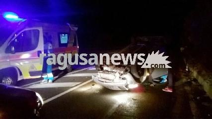 http://www.ragusanews.com//immagini_articoli/29-10-2017/auto-cappotta-feriti-acate-240.jpg