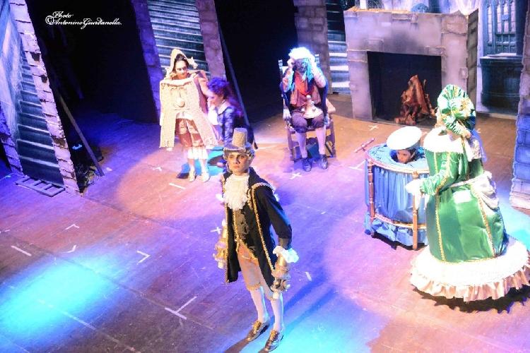 https://www.ragusanews.com//immagini_articoli/29-10-2017/musical-bella-bestia-teatro-garibaldi-500.jpg
