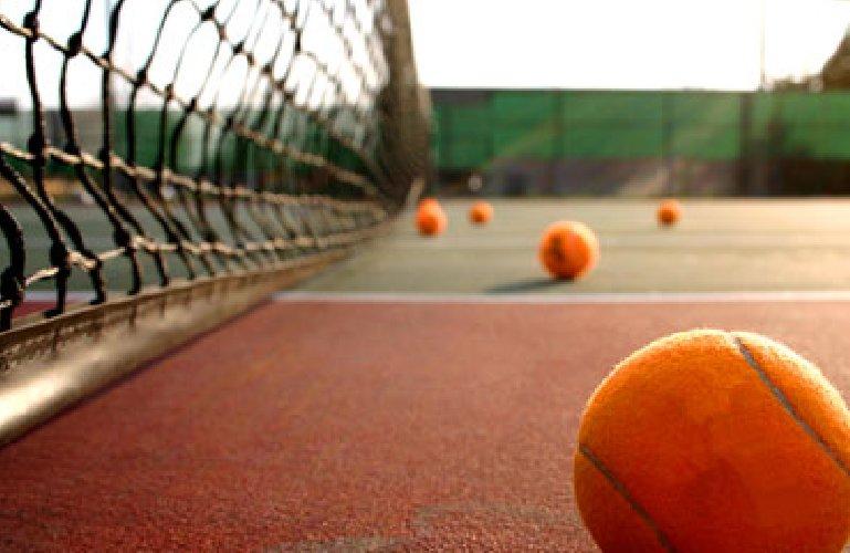 https://www.ragusanews.com//immagini_articoli/29-10-2018/campi-tennis-scicli-affido-anche-privati-imprenditori-500.jpg
