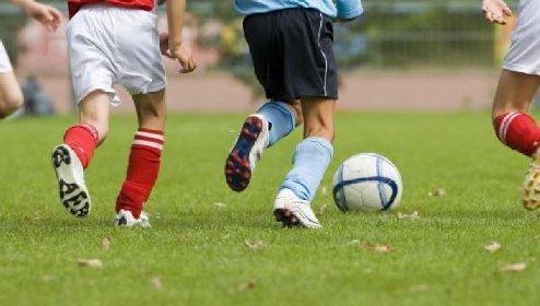 https://www.ragusanews.com//immagini_articoli/29-10-2020/bimbo-di-9-anni-muore-mentre-si-allena-a-calcio-280.jpg