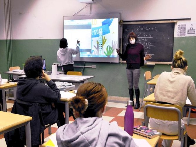 https://www.ragusanews.com//immagini_articoli/29-10-2020/una-insegnante-positiva-chiusi-due-plessi-scolastici-500.jpg