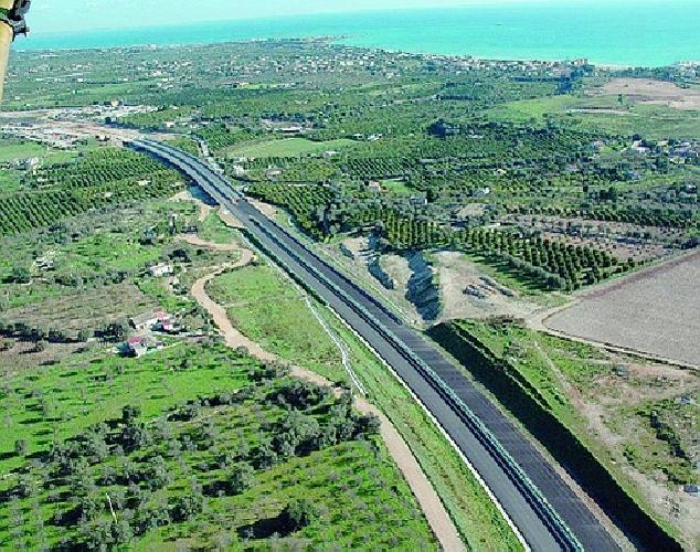 https://www.ragusanews.com//immagini_articoli/29-11-2014/tangenti-autostrada-sospesi-dipendenti-e-una-aggiudicazione-500.jpg