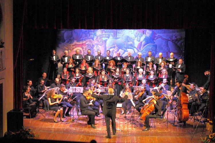https://www.ragusanews.com//immagini_articoli/29-11-2018/coro-monteverdi-modica-pantheon-vaticano-500.jpg