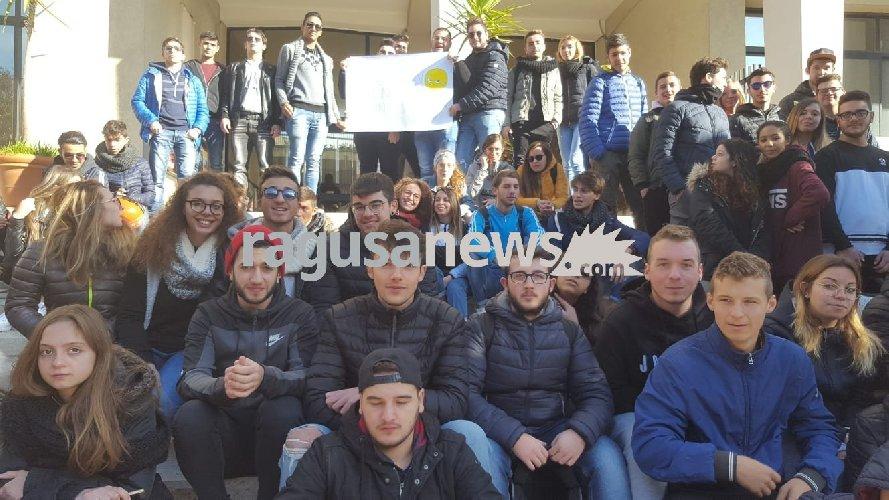 https://www.ragusanews.com//immagini_articoli/29-11-2018/ferraris-ragusa-freddo-studenti-sciopero-500.jpg