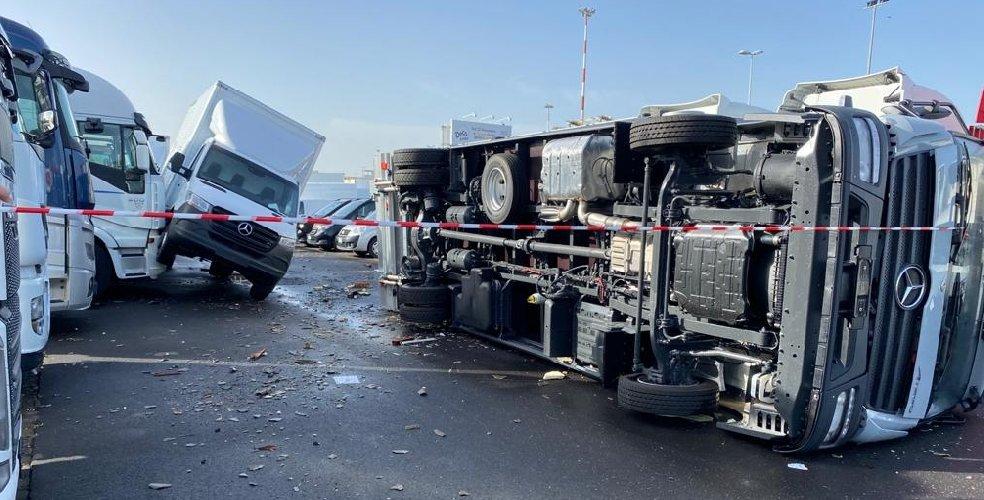 https://www.ragusanews.com//immagini_articoli/29-11-2020/catania-conta-i-danni-del-maltempo-il-video-della-tromba-d-aria-500.jpg