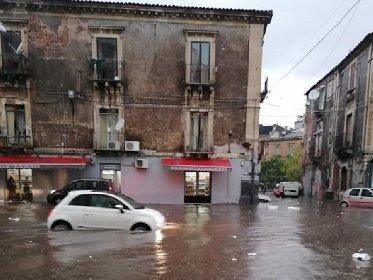 https://www.ragusanews.com//immagini_articoli/29-11-2020/nubifragio-musumeci-proclama-stato-calamita-danni-catania-280.jpg