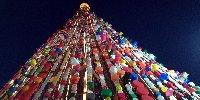 https://www.ragusanews.com//immagini_articoli/29-12-2019/ecco-l-albero-di-natale-fatto-da-7-mila-tappi-di-plastica-foto-100.jpg