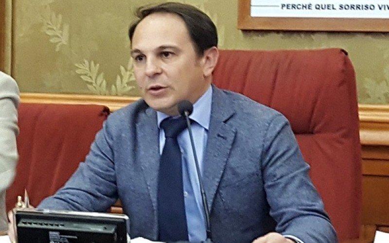 https://www.ragusanews.com//immagini_articoli/30-01-2018/antonio-tringali-candidato-sindaco-ragusa-movimento-stelle-500.jpg