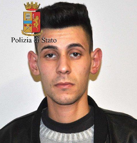 https://www.ragusanews.com//immagini_articoli/30-01-2018/comiso-arresto-spaccio-500.jpg