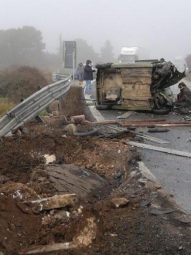 https://www.ragusanews.com//immagini_articoli/30-01-2019/1548865863-grave-incidente-ragusa-catania-mezzi-coinvolti-1-500.jpg