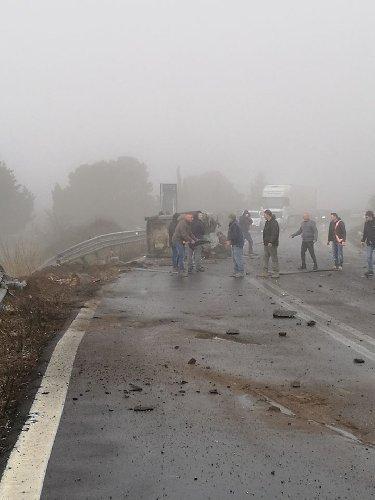https://www.ragusanews.com//immagini_articoli/30-01-2019/1548865864-grave-incidente-ragusa-catania-mezzi-coinvolti-4-500.jpg