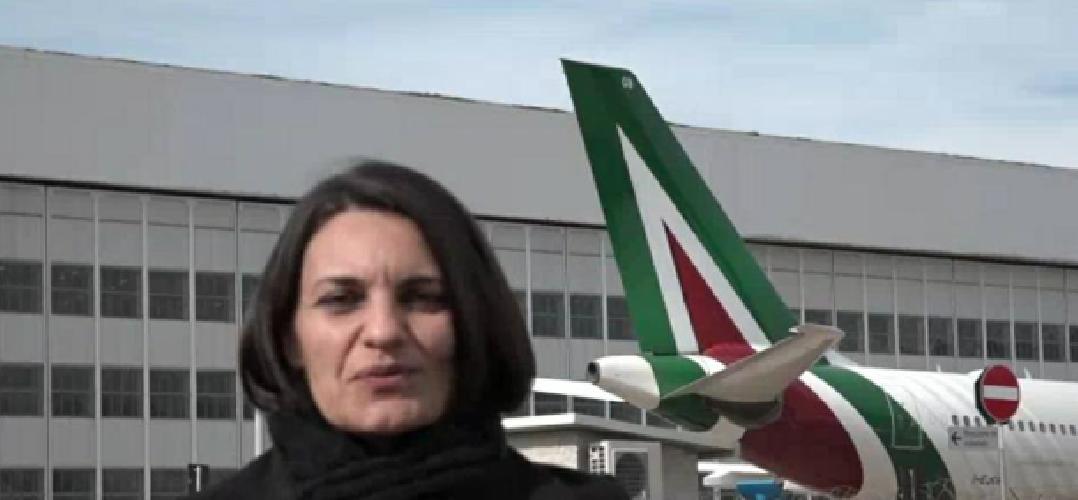 https://www.ragusanews.com//immagini_articoli/30-01-2019/giulia-deputata-ragusana-hostess-alitalia-presenta-legge-antiryanair-500.png