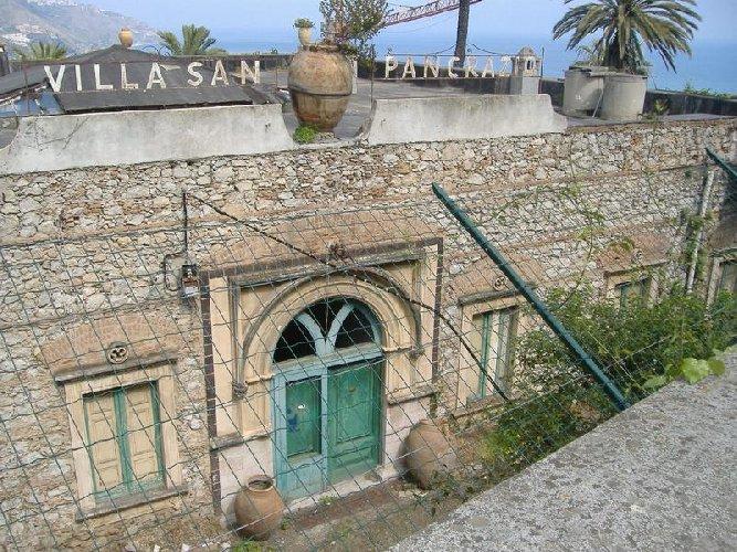 https://www.ragusanews.com//immagini_articoli/30-01-2020/rinasce-albergo-di-lusso-il-san-pancrazio-d-taormina-500.jpg