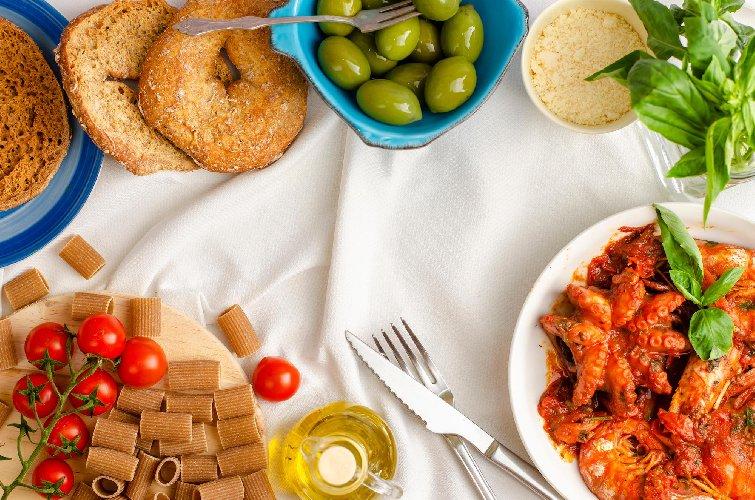 https://www.ragusanews.com//immagini_articoli/30-01-2021/dieta-per-dimagrire-la-nuova-dieta-mediterranea-2021-menu-settimanale-500.jpg