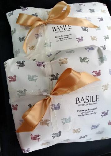 http://www.ragusanews.com//immagini_articoli/30-03-2015/regala-la-colomba-pasquale-a-consegnarla-ci-pensa-basile-pasticceri-500.jpg