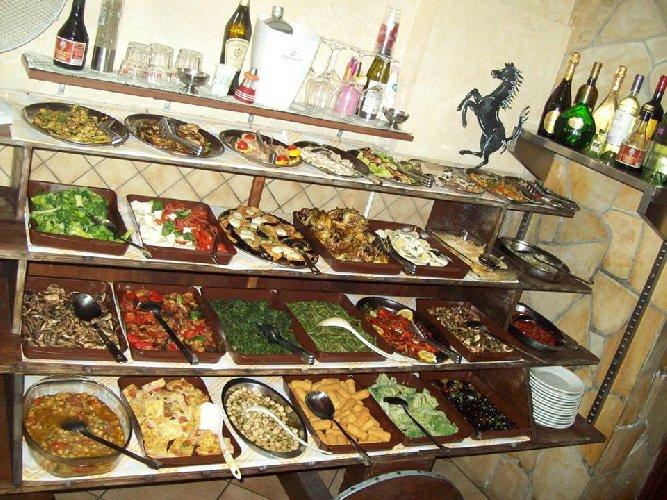 https://www.ragusanews.com//immagini_articoli/30-03-2018/1522412722-vero-street-food-carne-cavallo-catania-2-500.jpg