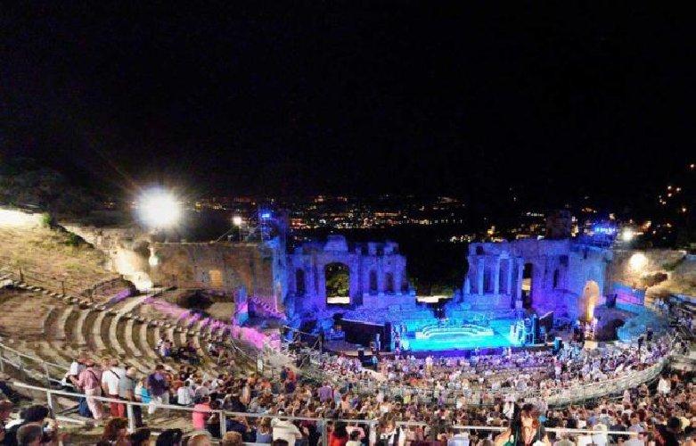 https://www.ragusanews.com//immagini_articoli/30-03-2018/taormina-regione-vuole-salvare-festival-cinema-500.jpg