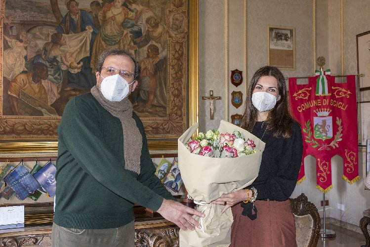 https://www.ragusanews.com//immagini_articoli/30-03-2021/1617119687-nadia-gruttadauria-segretaria-comunale-a-scicli-1-500.jpg