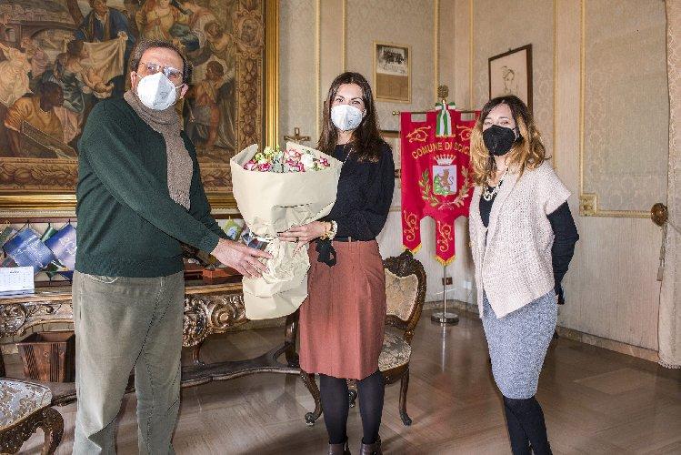 https://www.ragusanews.com//immagini_articoli/30-03-2021/1617119687-nadia-gruttadauria-segretaria-comunale-a-scicli-3-500.jpg