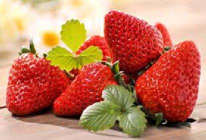 https://www.ragusanews.com//immagini_articoli/30-03-2021/perche-mangiare-le-fragole-proprieta-e-benefici-280.jpg